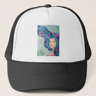 Blaues Mädchenporträt. Langes Haar. Wunderliche Truckerkappe