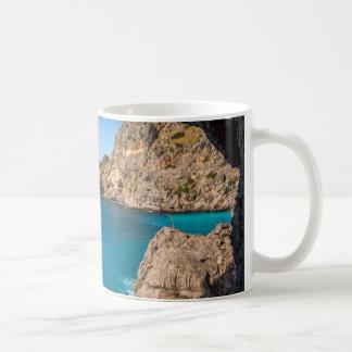 Blaues Meerwasser vom Strand, Kaffeetasse