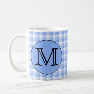 Blaues Monogramm-Karo-Muster. Kundenspezifischer Kaffeetasse