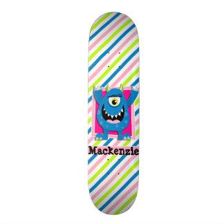 Blaues Monster;  Grüne, rosa, weiße Neonstreifen Skateboard Deck