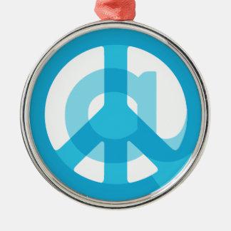 Blaues @Peace Zeichen-Sozialmedien am Silbernes Ornament
