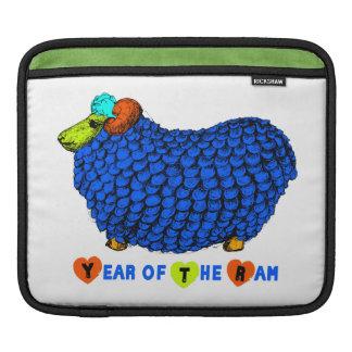 Blaues RAM-Jahr-chinesische Tierkreis-Rickshaw iPad Sleeve