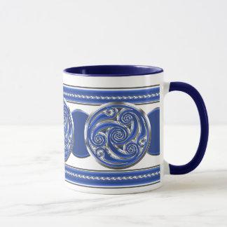 Blaues silbernes Triskel Tasse