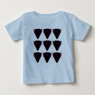 Blaues T-Shirt mit schwarzen Verzierungen