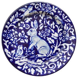 Blaues u. weißes Kaninchen-hübsche Porzellan-mit Teller