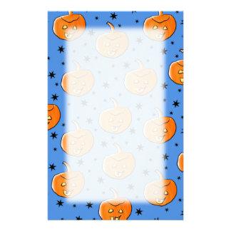 Blaues und orange Halloween-Kürbis-Muster Individuelles Druckpapier
