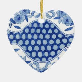 blaues und weißes asiatisches Blumen Keramik Ornament