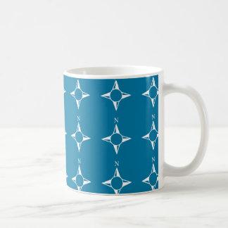 Blaues Weiß des rechtweisend Nord Tee Haferl
