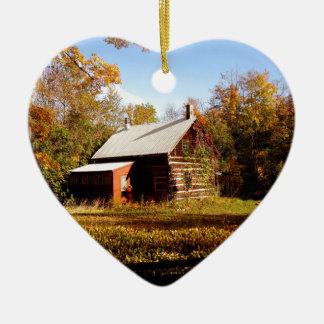 Blockhaus im Holz Keramik Herz-Ornament