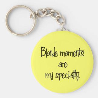 Blonde Momente Standard Runder Schlüsselanhänger