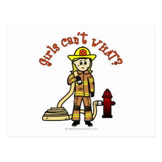 Blondes Feuerwehrmann-Mädchen Postkarte