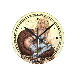 Blondes Pinup-Mädchen in der Wäsche durch Al Rio Uhr