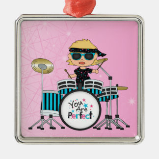 Blondes Schlagzeuger-Mädchen mit Sternen auf Rosa Quadratisches Silberfarbenes Ornament