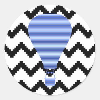 Blue Air steigen - Zickzack - Schwarzes im Ballon Runder Aufkleber