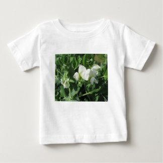 Blühende Erbsen-Pflanze auf einem Gebiet. Toskana, Baby T-shirt
