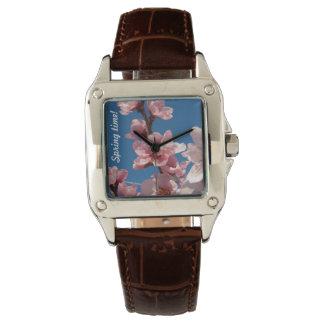 Blühende Pfirsichbaum-Rosablüte im Frühjahr Armbanduhr