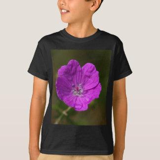 Blume einer blutigen Pelargonie T-Shirt