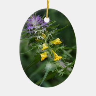 Blume eines Kuhweizens mit Haube Ovales Keramik Ornament