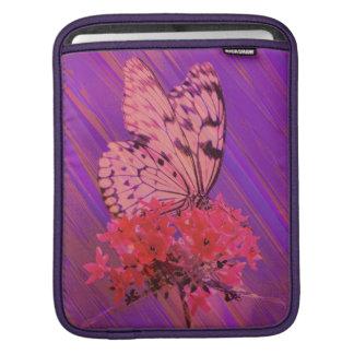 Blume und Schmetterling in rosa und in Lila iPad Sleeve