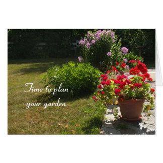Blumen auf Patio-und Sommer Rasen-Garten Woche Karte