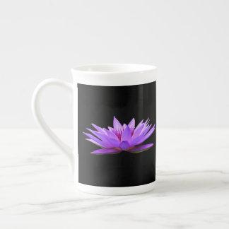 Blumen auf Schwarzem Porzellantasse