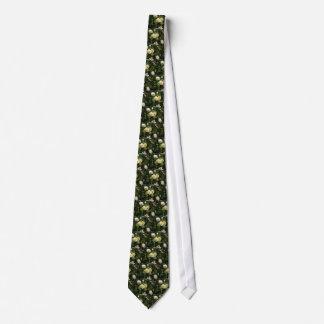 Blumen des weißen Gänseblümchens auf grünem Bedruckte Krawatten