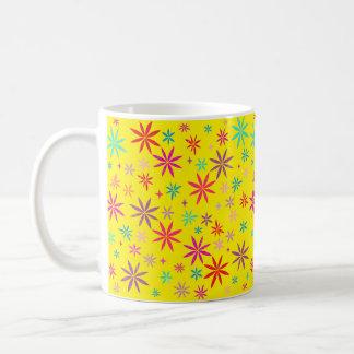 Blumen-Dusche auf Gelb Kaffeetasse