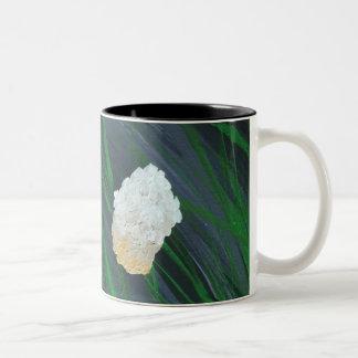 Blumen in einem Sturm Zweifarbige Tasse