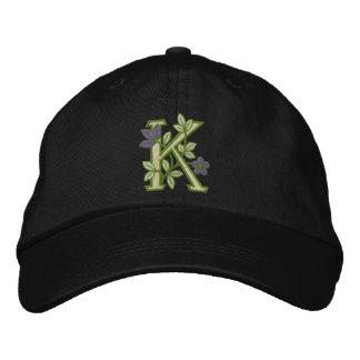 Blumen-Monogramm-Initiale K Bestickte Kappe
