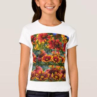 Blumen-Show: Verschiedene Bühnen der wilden Blüte Shirts