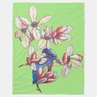 Blumen und ein Vogel Fleecedecke