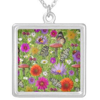 Blumen-und Schmetterlings-Collagen-Muster Versilberte Kette