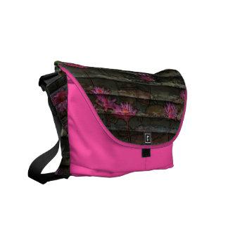 Blumenbeschaffenheitsrosabraun Bote-Kurier-Tasche Kuriertaschen
