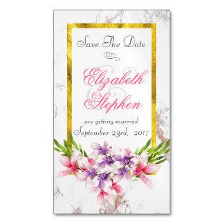 Blumenblumenstrauß auf weißem Marmor Save the Date Magnetische Visitenkarten