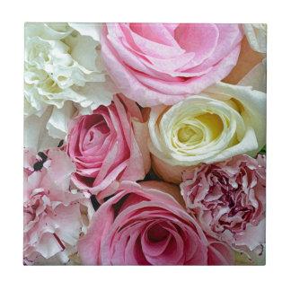 Blumenblumenstrauß der rosa und weißen Rosen Keramikfliese