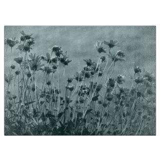 BlumenKunst-Fotografie im Monochrom Schneidebrett