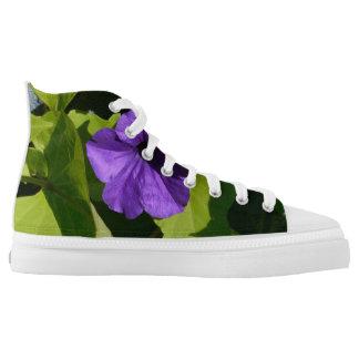 Blumenschuhe der lila Petunie Hoch-geschnittene Sneaker