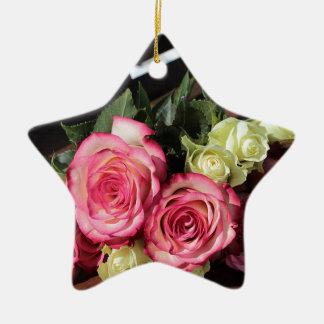 Blumenstrauß Rosen-rosa Rosen-des weißen Keramik Ornament