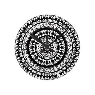 Blumentinten-Mandala Runde Wanduhr