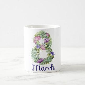 Blumentypographie mit acht Märzfrauen Tages Tasse