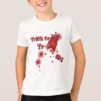 Blut-Spritzer und realistisches Herz Halloween T-Shirt