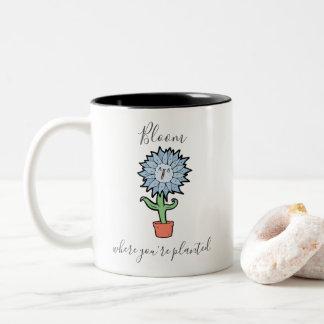 Blüte, wo Sie gepflanzte niedliche Blume sind Zweifarbige Tasse