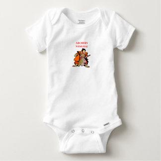 BOGENSCHIESSEN BABY STRAMPLER