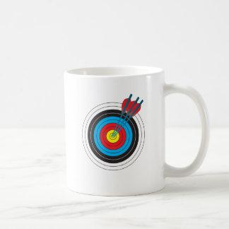 Bogenschießen-Ziel mit Pfeilen Tee Tasse