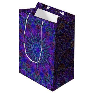 Boho-romantische farbige mittlere geschenktüte