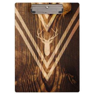 Boho Rotwild auf rustikalem Holz
