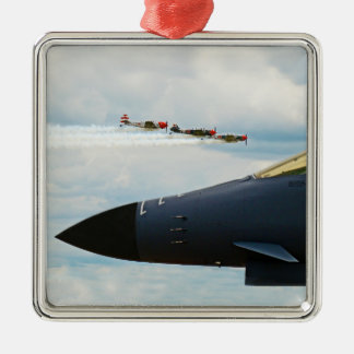 Bomber B-1 und WWII Kämpfer Silbernes Ornament