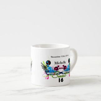 Bonbon 16 Achtzigerjahre Neonturnschuh-Namensdatum Espressotasse