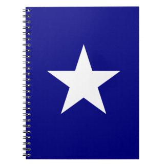 Bonnie-blauer Sumpf-Schwertlilie mit einzigem Notizbuch