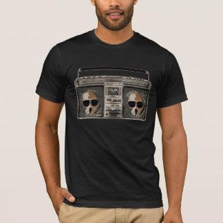 Boombox mit den Schwingschädeln T-Shirt